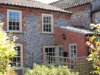 Lovely Cottage with Internet Access and Satellite Or Cable TV - Cley Next the Sea vacation rentals