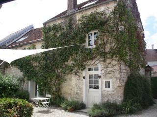 Comfortable 3 bedroom Gite in Troyes with Outdoor Dining Area - Troyes vacation rentals