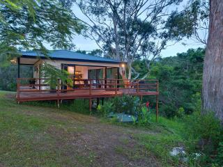 Romantic 1 bedroom Byron Bay Cottage with Deck - Byron Bay vacation rentals