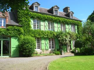 Bright 4 bedroom Manor house in Saint-Hilaire-du-Harcouet with Internet Access - Saint-Hilaire-du-Harcouet vacation rentals