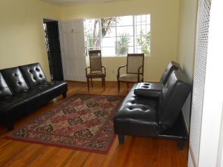 COZY, 4 beds-Halfway btwn Hollywood & Downtown LA - Los Angeles vacation rentals