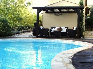 Gorgeous Provencal villa in Alpes Maritimes offers private swimming pool, garden and easy beach access - Le Trayas vacation rentals
