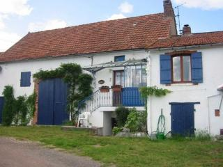 Comfortable 1 bedroom Autun Cottage with Internet Access - Autun vacation rentals