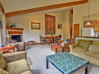 RETREAT ON THE BLUE: 2 Bed/2 Bath, Upscale Condo on the Blue River, Garage, W/D, King Bed - Silverthorne vacation rentals