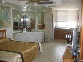 studio R in PatongCondotel 6floor  room 47/168 - Patong vacation rentals
