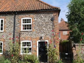 Perfect Cottage with Satellite Or Cable TV and Outdoor Dining Area in Burnham Market - Burnham Market vacation rentals