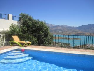 Casa 23, Detached Villa Overlooking Lake Vinuela - Los Romanes vacation rentals
