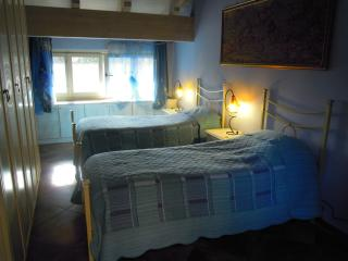 VILLA MERY GUEST HOUSE Camera Iris - Casale Monferrato vacation rentals