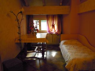 VILLA MERY GUEST HOUSE Camera Mimosa - Casale Monferrato vacation rentals