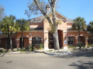 Beautiful 3 Br / 2 Ba, Ground Floor Unit, Sleeps 8 - Mississippi vacation rentals