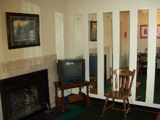 One Bedroom Condo in the Heart of Gatlinburg (Unit 412) - Gatlinburg vacation rentals