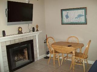 One Bedroom Condo in the Heart of Gatlinburg (Unit 415) - Gatlinburg vacation rentals