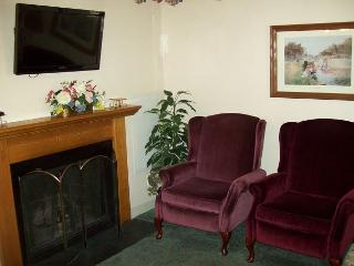 One Bedroom Condo in the Heart of Gatlinburg (Unit 303) - Gatlinburg vacation rentals