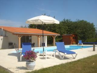 Lovely Gite with Internet Access and Microwave - Vasles vacation rentals