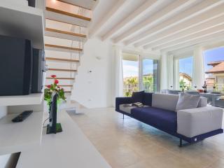 3 bedroom Condo with Internet Access in Sirmione - Sirmione vacation rentals