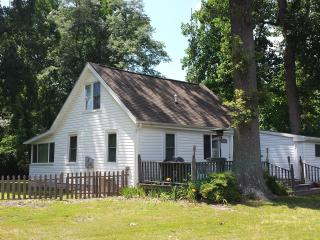 Greenvale Creek Cottage - Peaceful Waterfront Cottage 3BR/2BA with Private Dock - Dunnsville vacation rentals