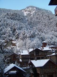 Adorable Condo in Arinsal with Dishwasher, sleeps 10 - Arinsal vacation rentals