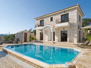 Nice 4 bedroom Villa in Lysos - Lysos vacation rentals