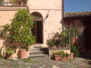 Dimora tipica in borgo medioevale ristrutturata - Celleno vacation rentals