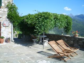 Cozy 2 bedroom Fivizzano Cottage with Long Term Rentals Allowed - Fivizzano vacation rentals