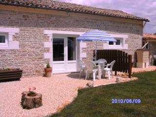 Beautiful 2 bedroom Gite in Sauze-Vaussais - Sauze-Vaussais vacation rentals