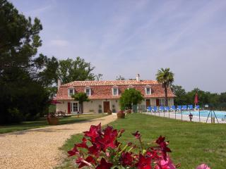 Domaine Bigoussies pool Heated fishing - Riberac vacation rentals