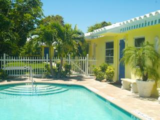 Charming Condo with Internet Access and Garden - Pompano Beach vacation rentals