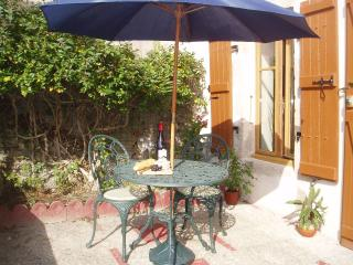Comfortable 1 bedroom Cottage in Bressuire - Bressuire vacation rentals