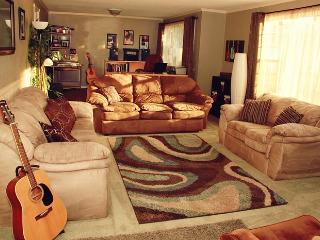Huge House, 6 bedroom, 3 bath, pool, hot tub - Medford vacation rentals
