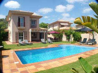 4 bedroom Villa with Internet Access in Chiclana de la Frontera - Chiclana de la Frontera vacation rentals