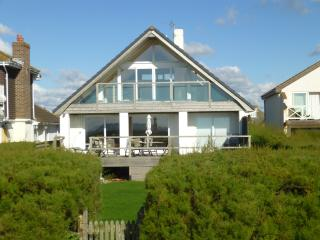 Bright House with Internet Access and Television - Bracklesham Bay vacation rentals
