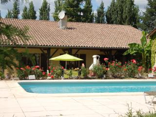 Farmhouse / Villa with pool home from home luxury - Monclar vacation rentals