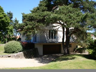 Spacious 5 bedroom Merville-Franceville-Plage Villa with Internet Access - Merville-Franceville-Plage vacation rentals