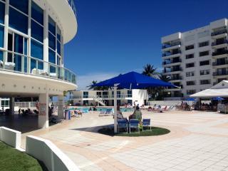 Ocean View 2BR plus den w/balcony in Miami Beach - Miami Beach vacation rentals