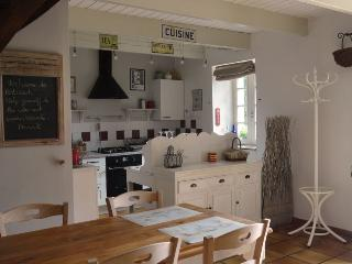 2 bedroom Cottage with Internet Access in Le Cloitre-Saint-Thegonnec - Le Cloitre-Saint-Thegonnec vacation rentals