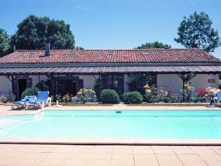 Sunny 4 bedroom Cottage in Chenac-Saint-Seurin-d'Uzet - Chenac-Saint-Seurin-d'Uzet vacation rentals