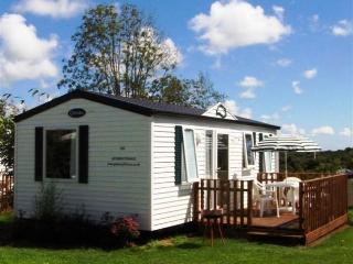2 Bedroom Chalet Style Mobile Home - Landudec vacation rentals