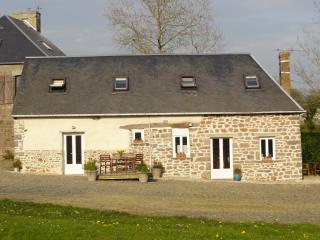 Bright 4 bedroom Gite in Moyon - Moyon vacation rentals