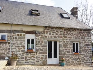 2 bedroom Gite with Internet Access in Moyon - Moyon vacation rentals