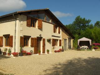 Lovely Cottage with Internet Access and Satellite Or Cable TV - Montpon-Menesterol vacation rentals