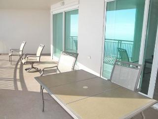 Beautiful 3 bedroom 3 bath condo with Gulf views! Perfect for families! - Gulfport vacation rentals