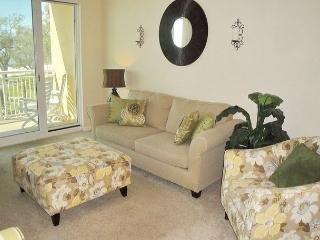 Beautiful 2 bedroom / 2 bath condo with Gulf view. - Gulfport vacation rentals