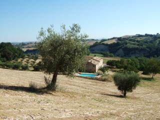 Beautiful 6 bedroom Servigliano Farmhouse Barn with Private Outdoor Pool - Servigliano vacation rentals