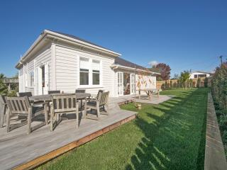 Beautiful House with Internet Access and Dishwasher - Kumeu vacation rentals