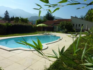 LOiseau Chantant, private, garden, pool & parking - Fuilla vacation rentals