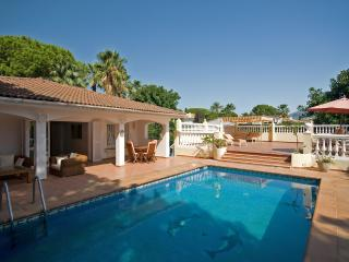 Villa Josephine: 5 bed villa nr Banus-Heated pool - Puerto José Banús vacation rentals