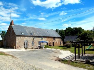Perfect 3 bedroom Farmhouse Barn in Carelles with Internet Access - Carelles vacation rentals