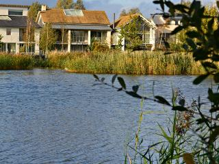 Ashton House, 79 Clearwater, Lower Mill Estate/ sleeps 10 +2kids/spa/restaurant - Cirencester vacation rentals