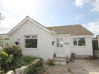 Charming 1 bed with sea glimpses over Porth Island - Newquay vacation rentals