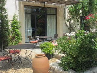 Charming 3 bedroom Vacation Rental in Eyragues - Eyragues vacation rentals